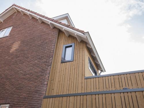 Van één tehuis naar twee moderne woonhuizen